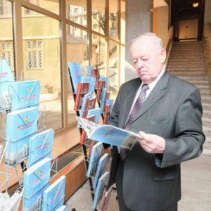 Анатолий Голиусов - на выставке в честь 20-летнего юбилея облдумы (апрель 2014 г.)