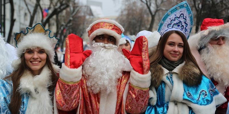 ВВоронеже состоялся девятый парад Дедов Морозов иСнегурочек— Новогоднее настроение